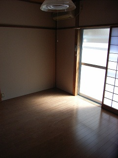 窓側(居間)